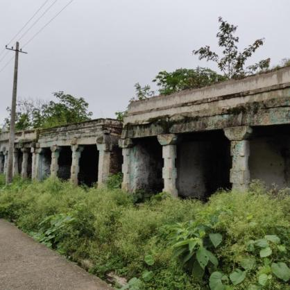 Old structures lining the path to Biligiri Rangaswamy temple