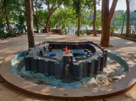 Art of Living - Replica fort with lake in background